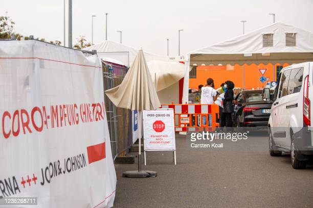 Car drivers waiting at a drive-in vaccination station in an IKEA car park on the third day of the #HierWirdGeimpft Covid-19 vaccination campaign on...