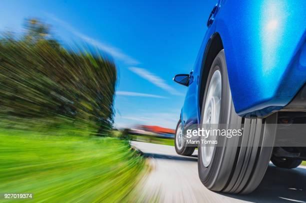 car driving in a curve - landvoertuig stockfoto's en -beelden