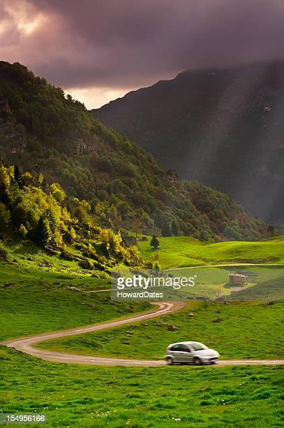お車の運転を mountain road
