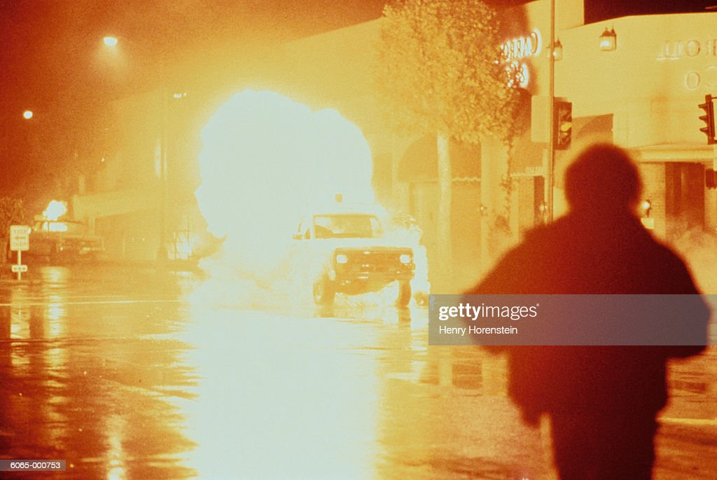 Car Explodes in Street : Stockfoto