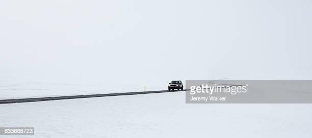 car in snow - 深い雪 ストックフォトと画像