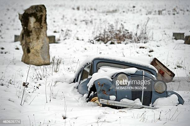 A car is buried in the snow in Bourguignon eastern France on February 1 2015 AFP PHOTO / SEBASTIEN BOZON