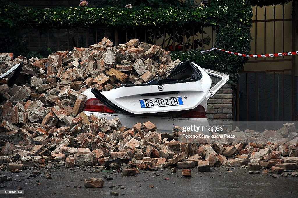 Earthquake Hits Northern Italy : News Photo