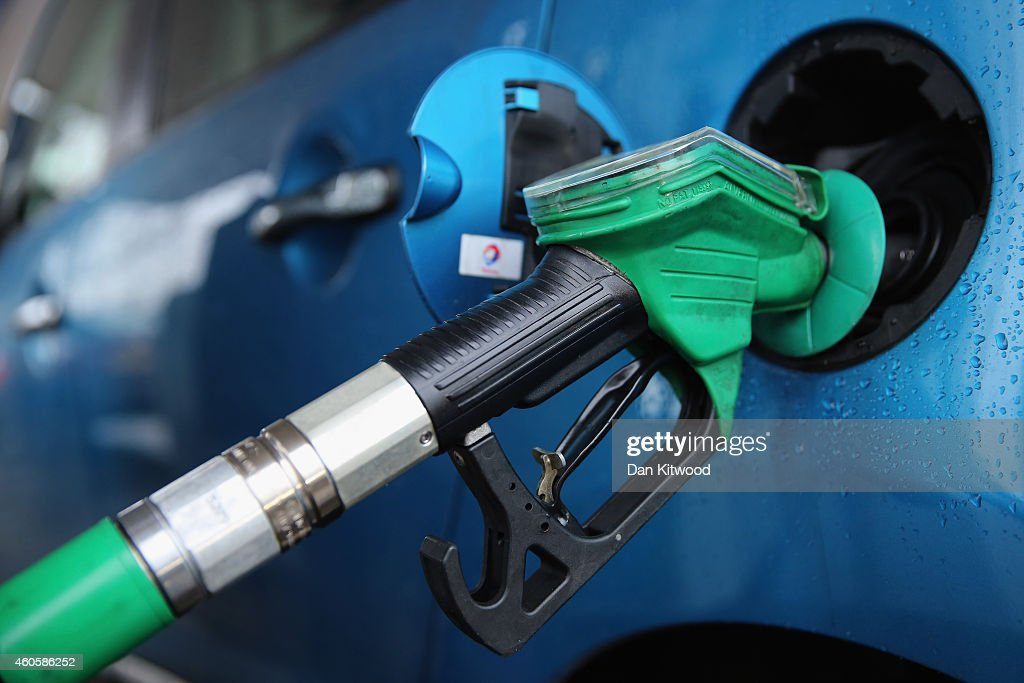 Failing Oil Prices Affecting The World's Economy : News Photo
