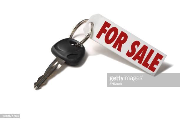 Chave de carro com para venda Tag isolado em fundo branco