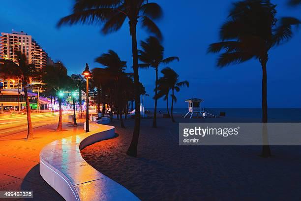 car light beams by the beach - フォートローダーデール ストックフォトと画像