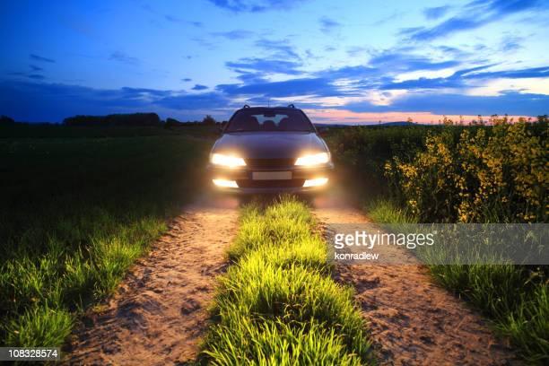 Auto-Lichter in das Feld