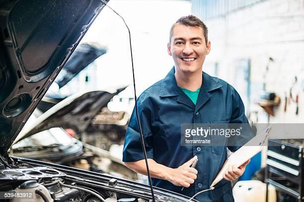 Car mechanic filling repair check list