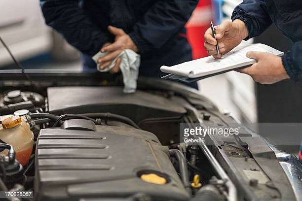 car mechanic working in his repair shop - oil change stock pictures, royalty-free photos & images