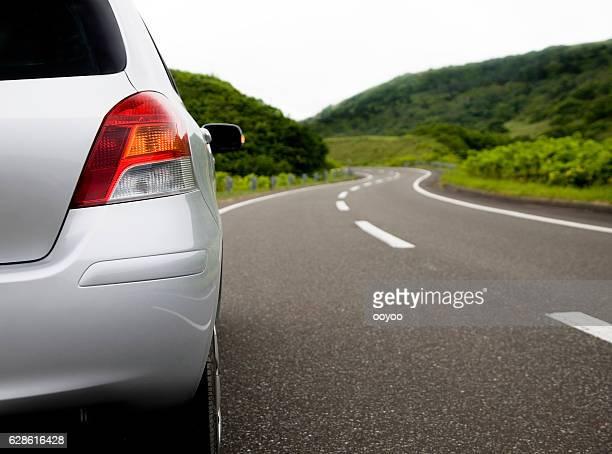 車の曲がりくねった道