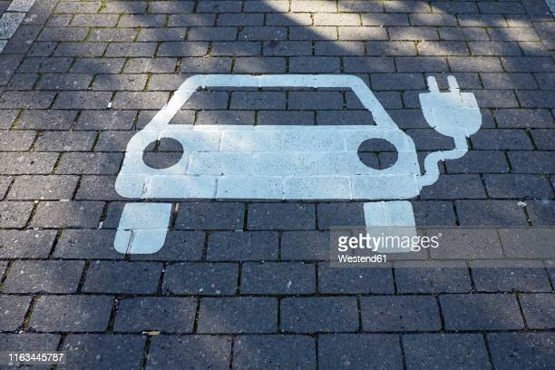car park for electric vehicle, electric vehicle charging station - electric vehicle stock pictures, royalty-free photos & images