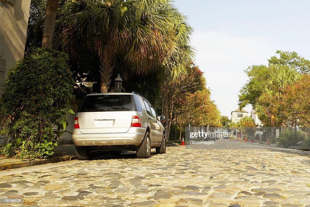 Car parked at the roadside, Charleston, South Carolina, USA : Foto de stock
