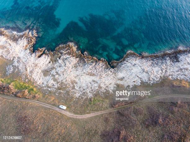car parked near the sea from above - water's edge stock pictures, royalty-free photos & images
