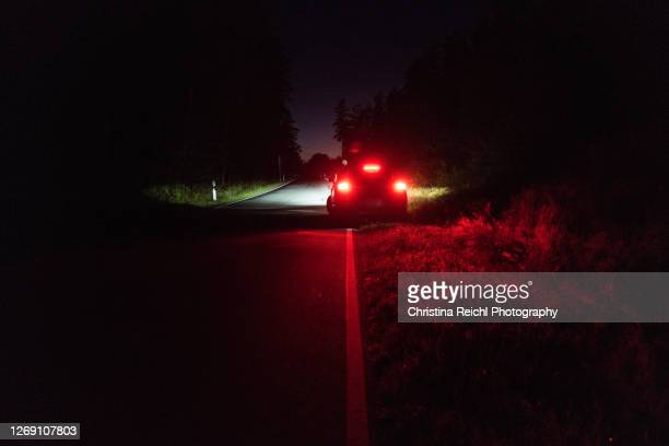 car parking at the side of the road at night - horrible car accidents stock pictures, royalty-free photos & images