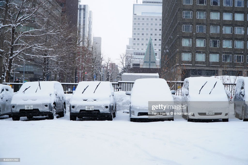 Car parking in snow city : ストックフォト