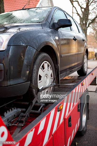 car prepared to get towed - tow truck stock pictures, royalty-free photos & images