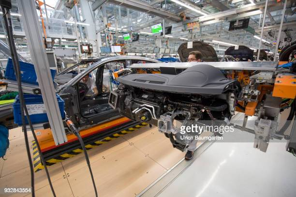Car production at Audi AG in Ingolstadt Installation of the preassembled cockpits into the Audi cars A4/A5