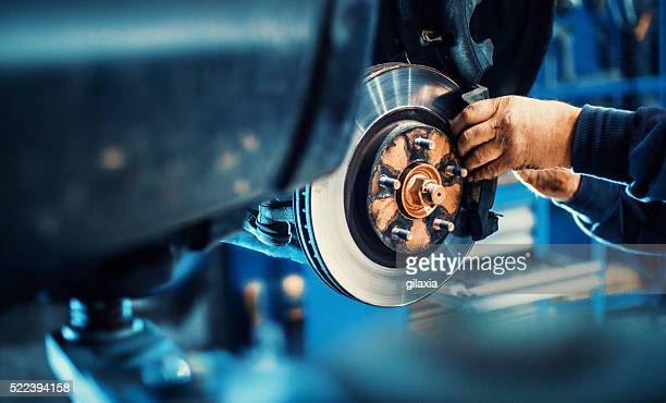 car service procedure. - werkplaats stockfoto's en -beelden