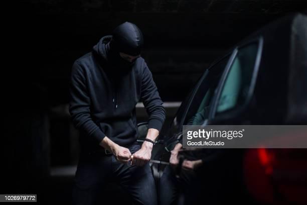 fahrzeug diebstahl - vandalismus stock-fotos und bilder