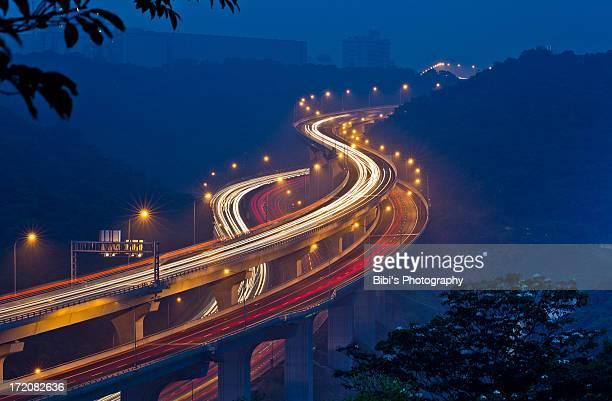 car trails of new highway - exposição longa imagens e fotografias de stock