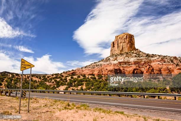 voyage en voiture en arizona - route 66 photos et images de collection