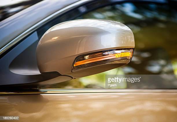Auto Biegen Sie an der Ampel