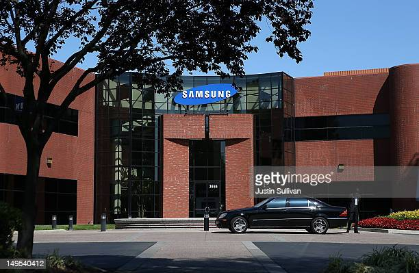 A car waits in front of a Samsung Electronics office on July 30 2012 in San Jose California The trial in the Apple Inc and Samsung Electronics Co...
