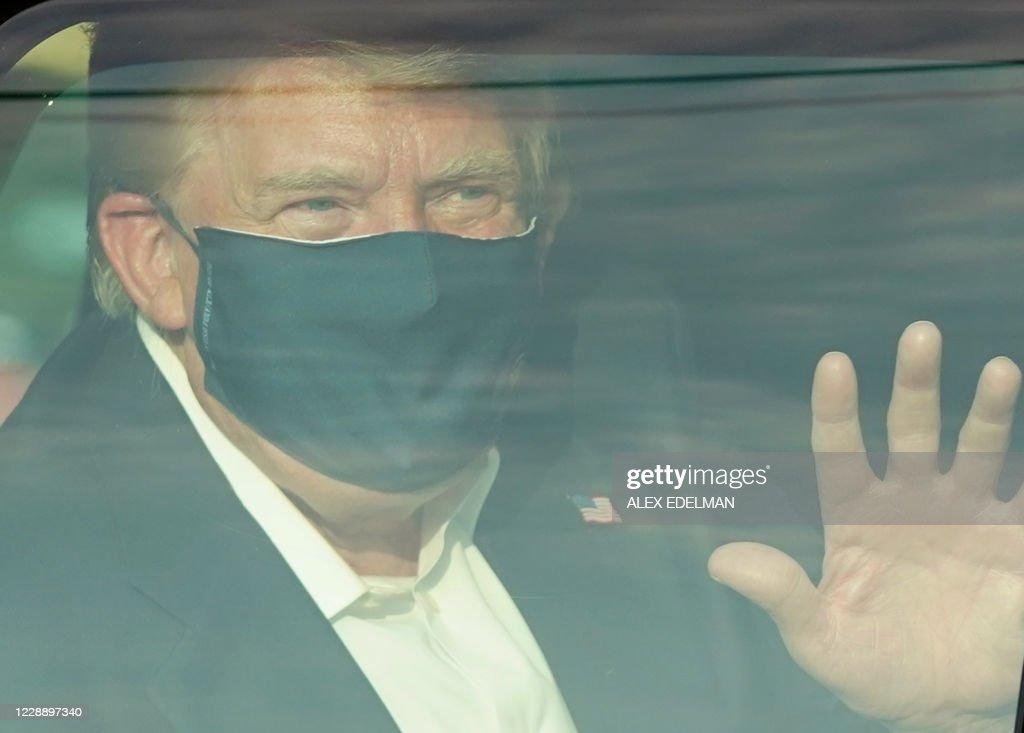 TOPSHOT-US-POLITICS-TRUMP-HEALTH-VIRUS : News Photo