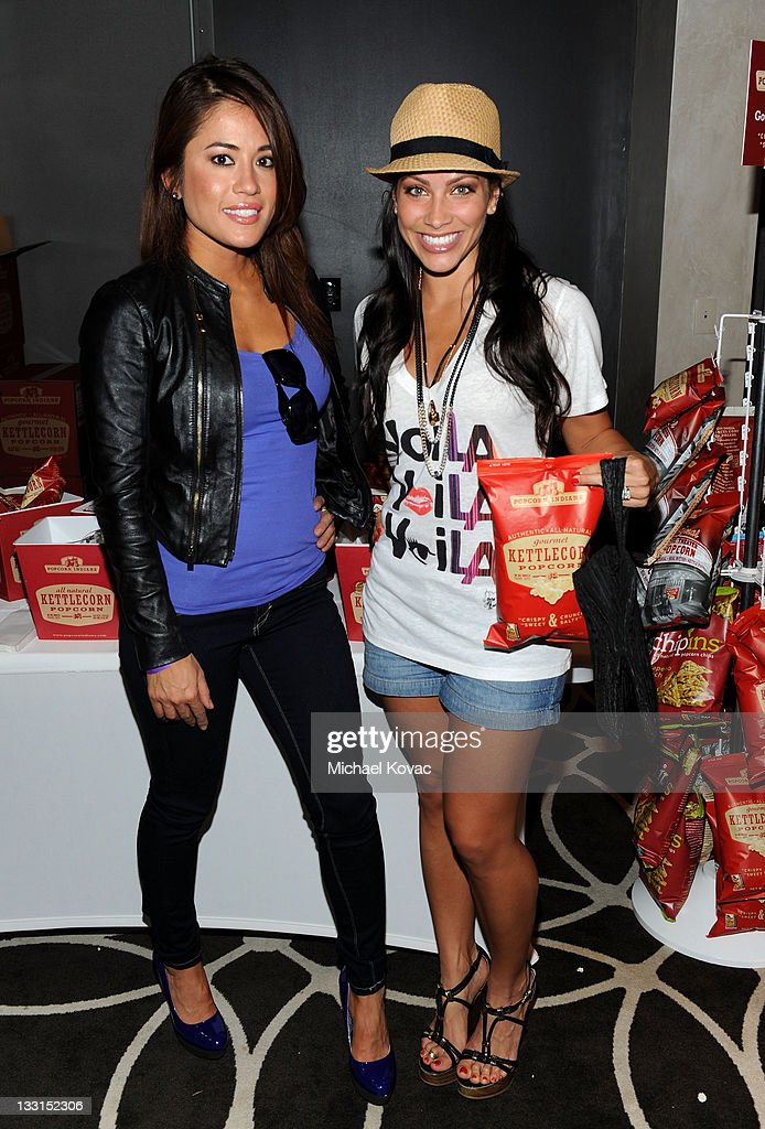 ¿Cuánto mide Valery Ortiz? - Altura - Real height Cara-castronuova-and-actress-valerie-ortiz-attend-kari-feinstein-mtv-picture-id133152306
