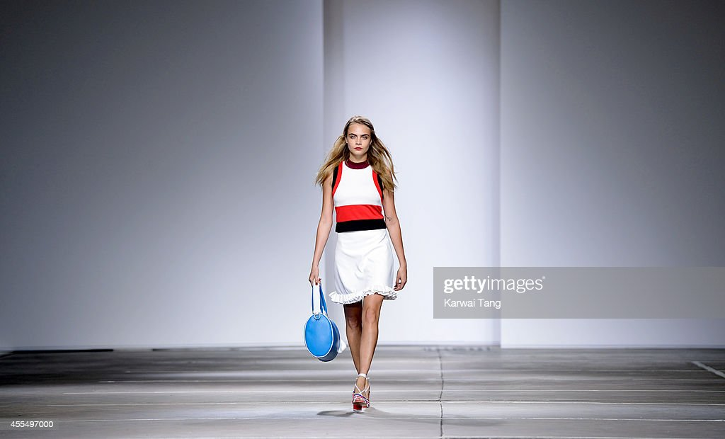 TopShop Unique: Runway - London Fashion Week SS15 : News Photo