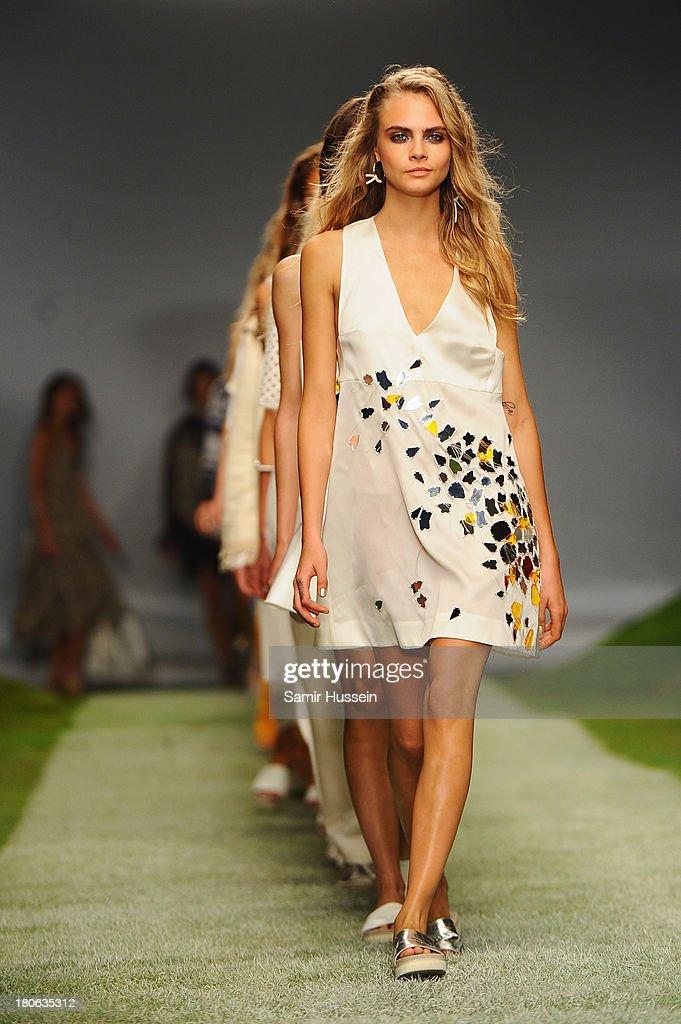 Unique - Runway: London Fashion Week SS14 : News Photo