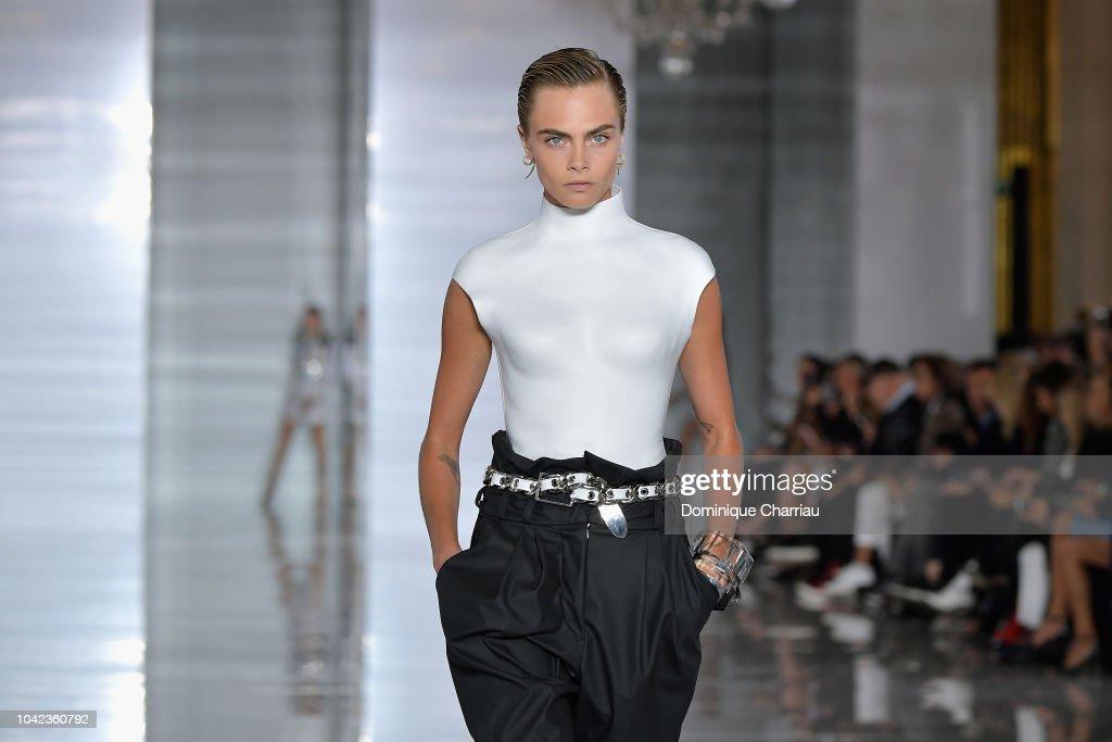Balmain : Runway - Paris Fashion Week Womenswear Spring/Summer 2019 : ニュース写真