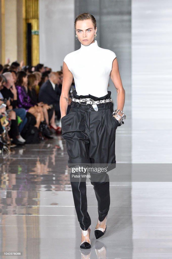 Balmain : Runway - Paris Fashion Week Womenswear Spring/Summer11 2019 : News Photo
