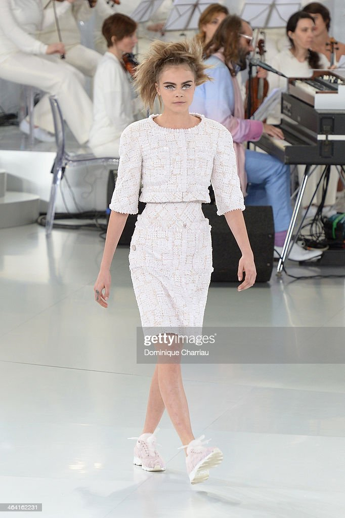Chanel : Runway - Paris Fashion Week - Haute Couture S/S 2014 : Nachrichtenfoto