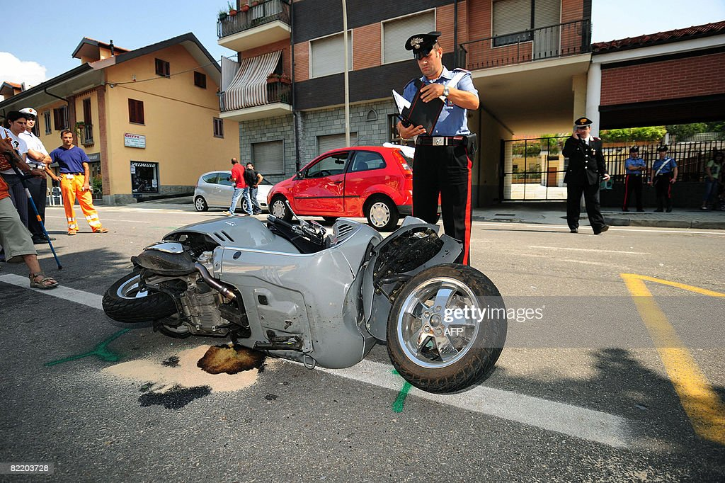 A Carabiniere checks the motorcycle of I : News Photo