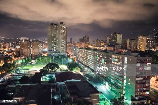 caracas de noche - カラカス ストックフォトと画像