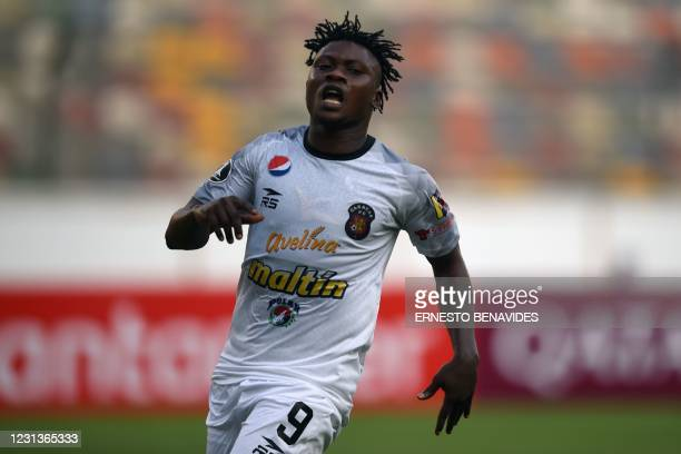 Caracas' Nigerian-Beninese Samson Akinyoola reacts after missing a chanche to score against Cesar Vallejo during their Copa Libertadores football...