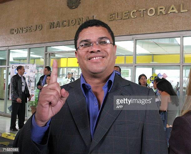 ACOMPANA NOTA El candidato a la presidencia de Venezuela por el Partido Independiente Electoral de Respuesta Avanzada Benjamin Rausseo posa frente al...