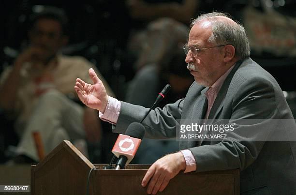 El brasileno Marco Aurelio Garcia asesor para asuntos internacionales del gobierno que dirige el presidente Luiz Inacio Lula Da Silva participa en...