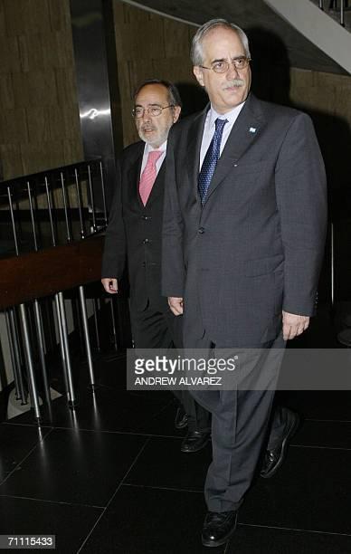 El canciller argentino Jorge Taiana visita al canciller venezolano Ali Rodriguez en Caracas el 03 de junio de 2006 Taiana realiza una breve visita de...