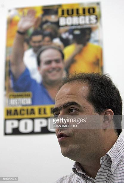 El candidato presidencial del partido Primer Justicia Julio Borges es entrevistado por la AFP en Caracas el 22 de febrero de 2006 Partidos...