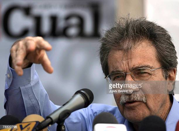 El director del 'Diario Tal Cual' Teodoro Petkoff brinda una conferencia de prensa sobre la decision una jueza de menores de multar al vespertino...