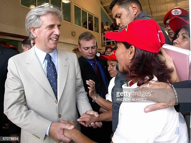 El presidente de Uruguay Tabare Vazquez saluda a trabajadoras textileras en el Nucleo de Desarrollo Endogeno Fabricio Ojeda, ubicado en un populoso...