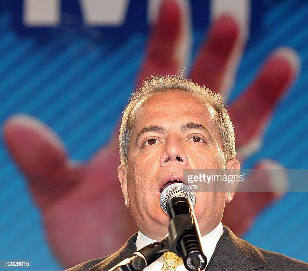 Venezuelan opposition presidential candidate Manuel Rosales speaks to supporters as he campaigns in Caracas 27 September 2006 Rosales presented his...