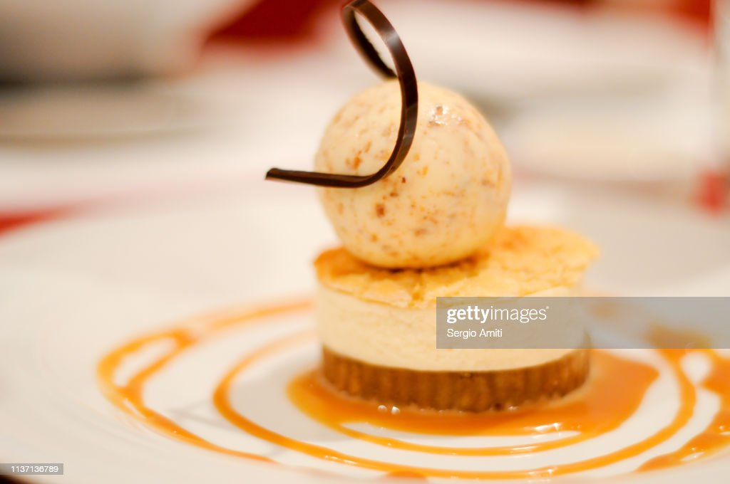 Caramel cheesecake topped with ice cream : Stock Photo
