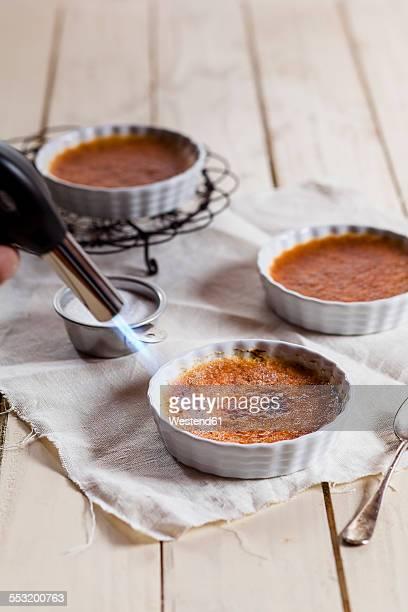 Caramelization of creme brulee