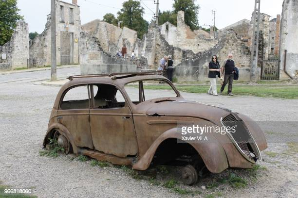 Carcasse de vieille voiture le 16 septembre 2011 OradoursurGlane HauteVienne Limousin Le nom d'OradoursurGlane reste attache au massacre de sa...