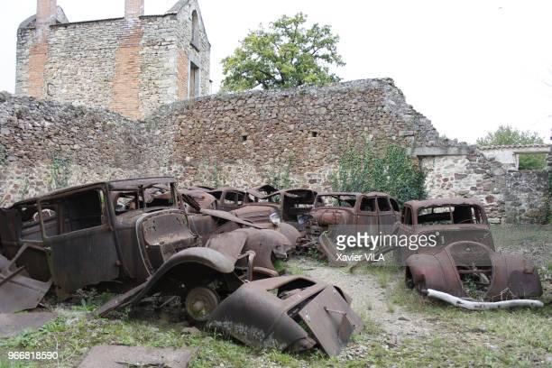 Carcasses de vieilles voitures le 16 septembre 2011 OradoursurGlane HauteVienne Limousin Le nom d'OradoursurGlane reste attache au massacre de sa...