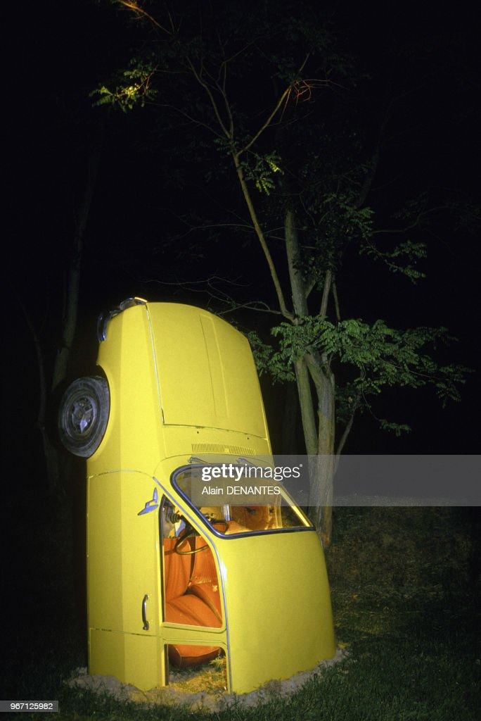 Carcasses de voitures du groupe artistique Royal De Luxe Pictures ...