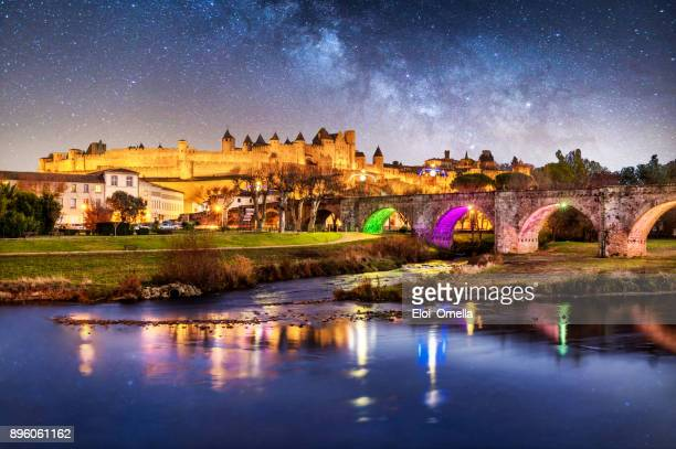 carcassonne pont vieux france night reflection blue hour cite bridge - carcassonne stock pictures, royalty-free photos & images